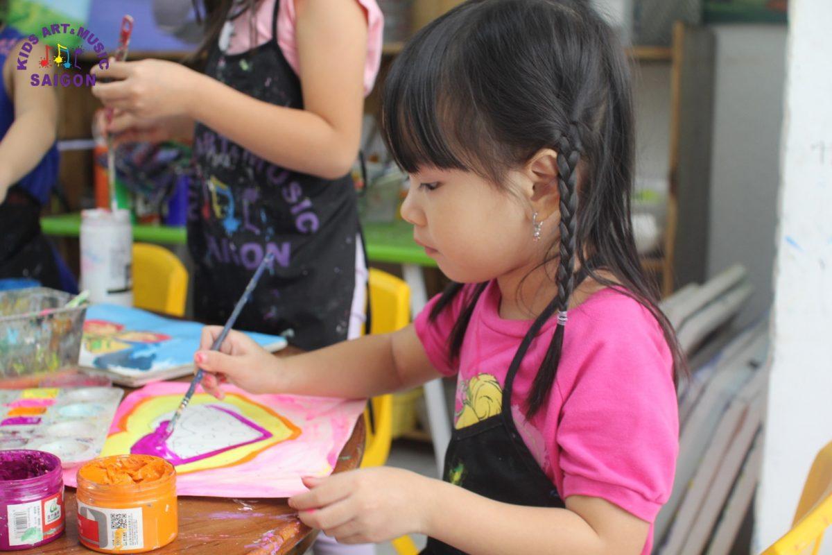 Ba mẹ cần lưu ý gì khi dạy vẽ tranh cho bé?