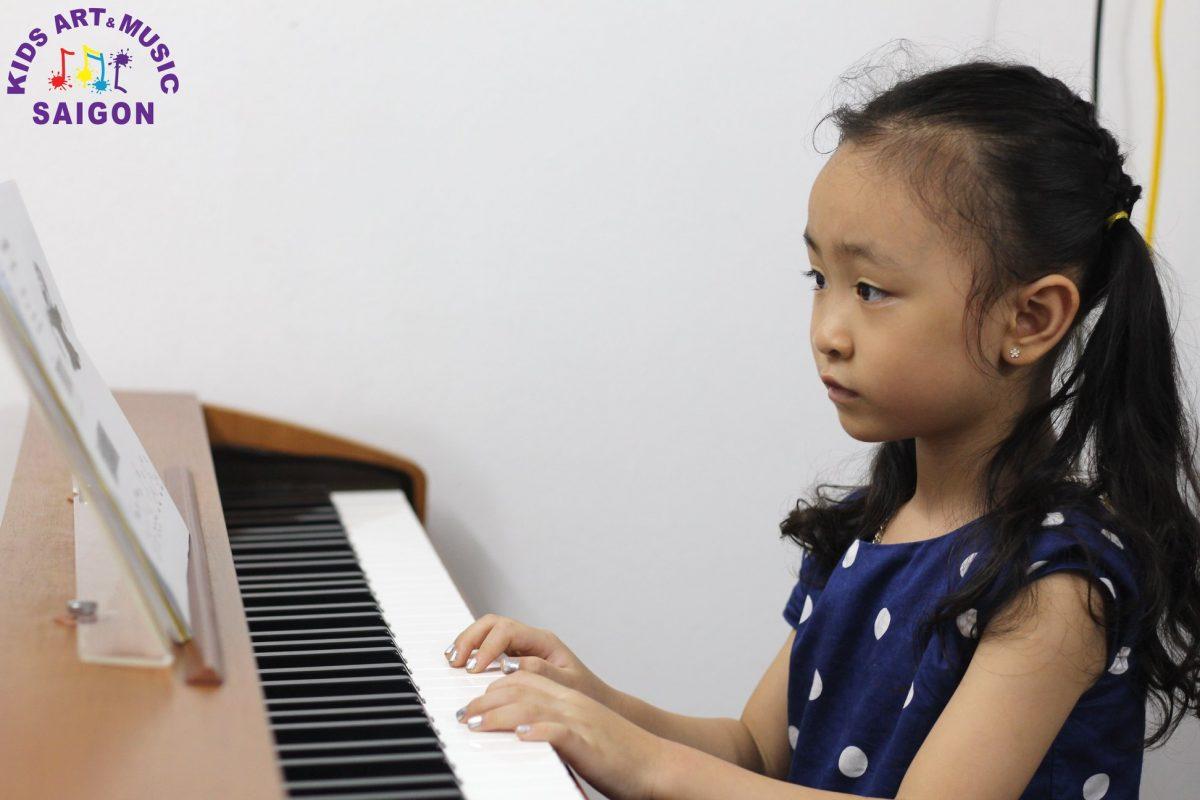 04 vấn đề ba mẹ cần quan tâm trước khi cho bé học đàn piano