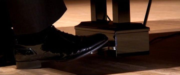 Hướng dẫn đàn piano: Cách sử dụng bàn đạp ( Pedal Piano)